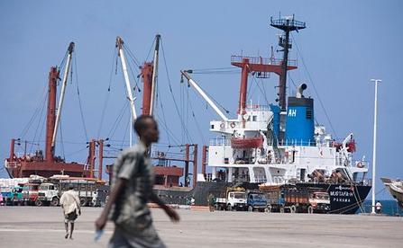Mogadishu Port 2010 (c) Siegfried Modola