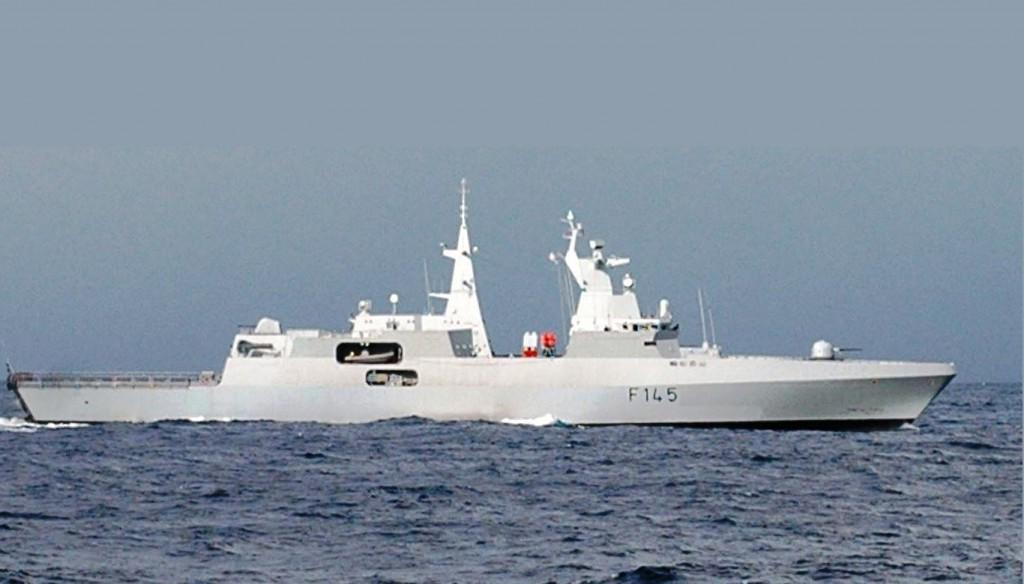 South_African_Navy_frigate_SAS_Amatola_(F_145)