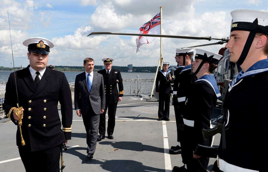 BALTIC PREMIER VISITS BRITISH SHIP AFTER RUSSIAN TASKS