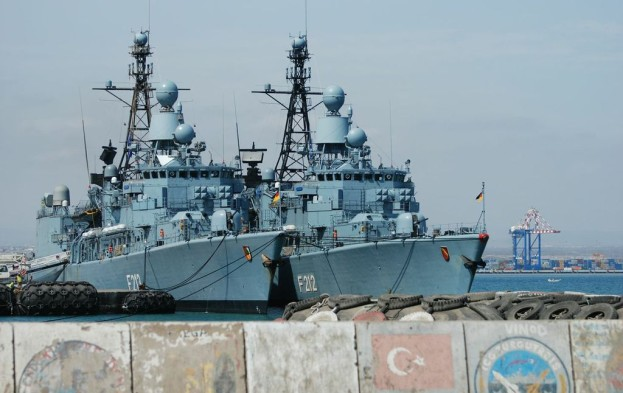 The-two-German-frigates-side-by-side-on-the-left-hand-side-the-Augsburg-on-the-right-hand-side-the-Karlsruhe_EU_U-623x393