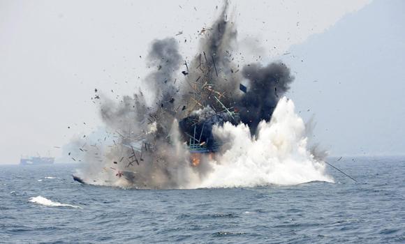 fishingshipexplodes