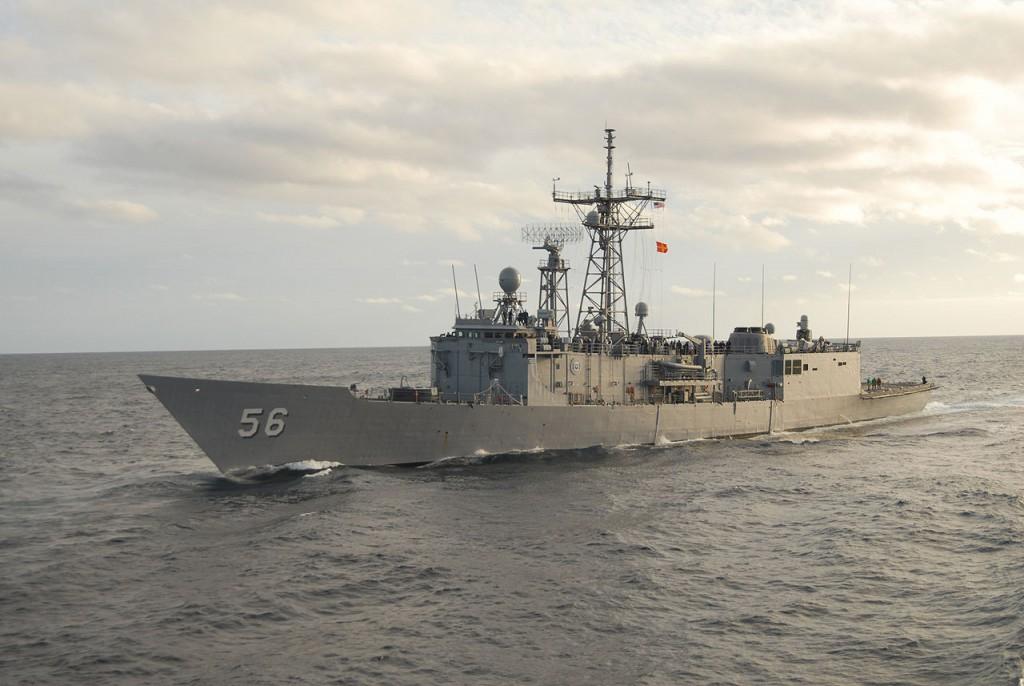 1280px-USS_Simpson_(FFG_56)_port_side